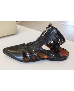 Обувки в черно